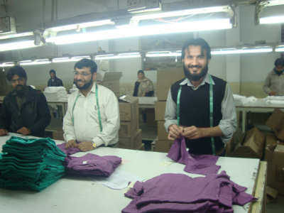 Quality control after production. (Mission Jose Koopman 2-2012 Pakistan ©)